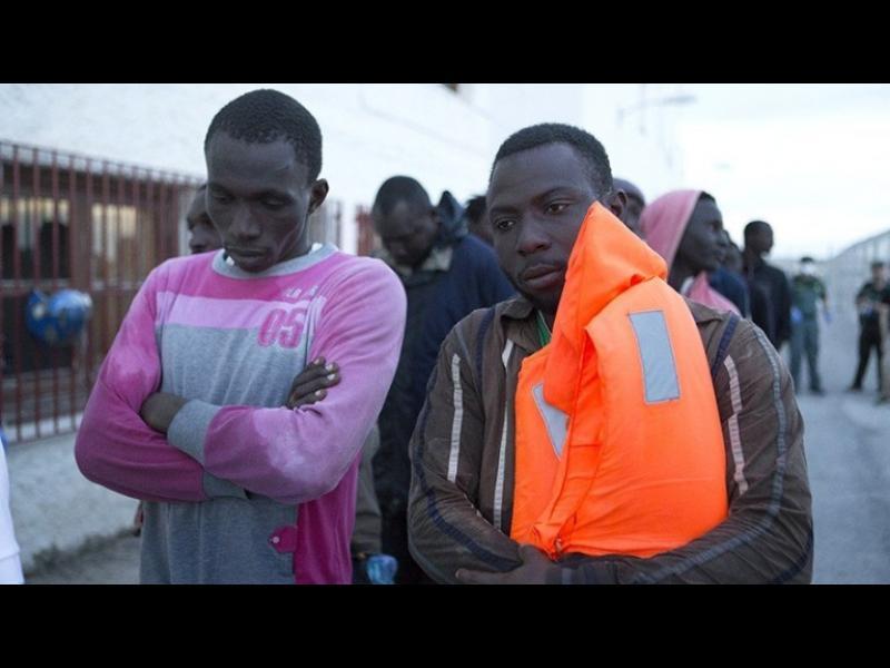 Еврокомисар: България да не бави приема на бежанци