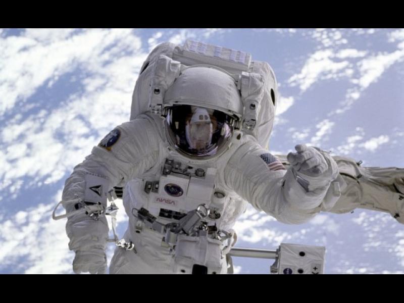 Колко дълго можем да оцелеем в космоса без скафандър?