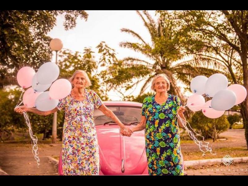100-годишни близначки празнуват юбилея си и са толкова сладки