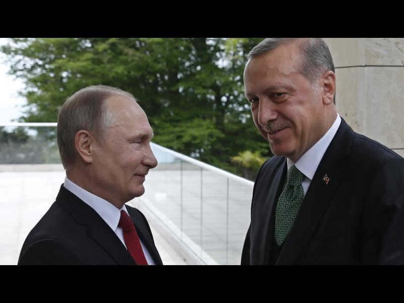 Путин отмени ограниченията за наемане на турски работници и турски фирми в Русия