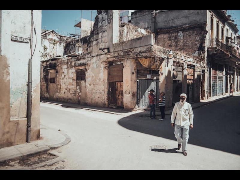 Хората и улиците на Куба в колоритни фотоси