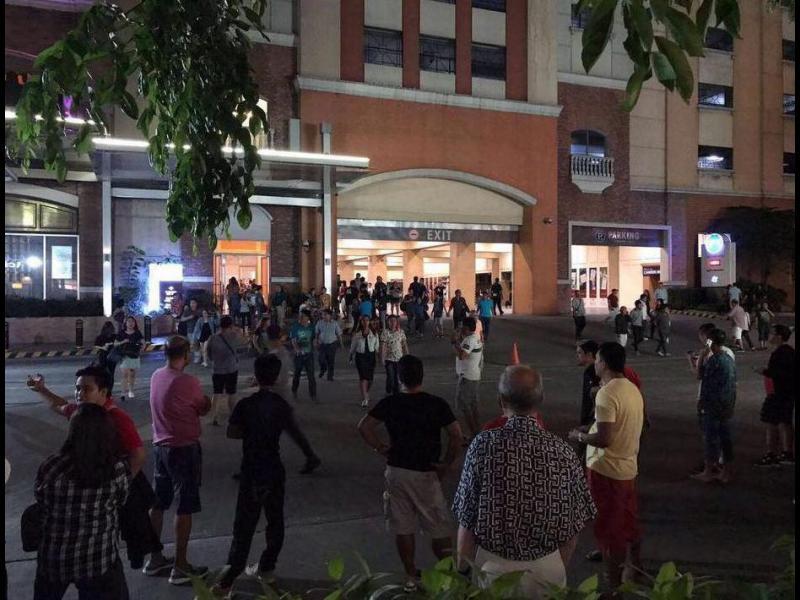 Експлозии и стрелба в хотел с казино в Манила (ВИДЕО)