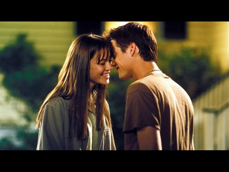 Какво се случва с тялото ви, когато целунете някого за първи път?