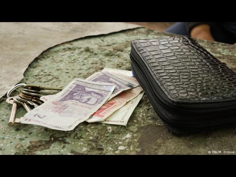 Илюзията за скок на заплатите в България