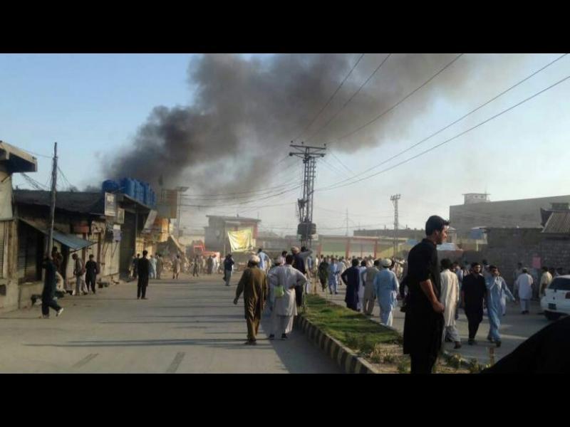 53 жертви и десетки ранени при самоубийствен атентат в Пакистан