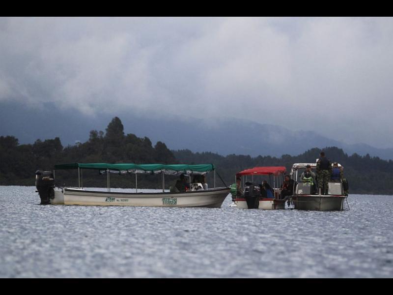 Корабче с туристи потъна в Колумбия, има жертви
