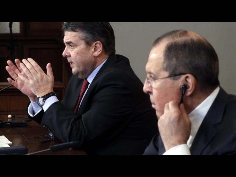 Зигмар Габриел и Сергей Лавров спориха публично за Сирия и Украйна