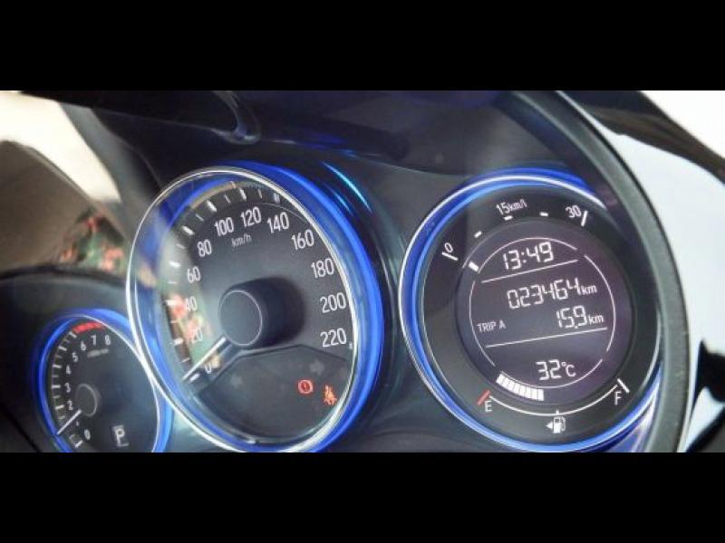Защо термометърът на колата лъже?