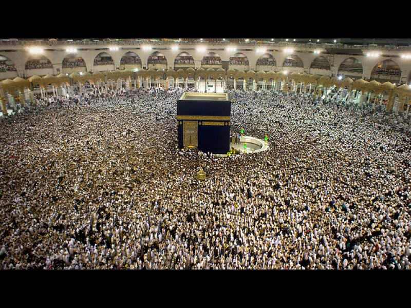 Саудитските власти обявиха, че са предотвратили терористична атака срещу Голямата джамия в Мека