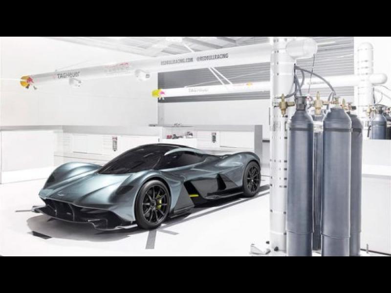 Aston Martin ще сканира задниците на клиентите си