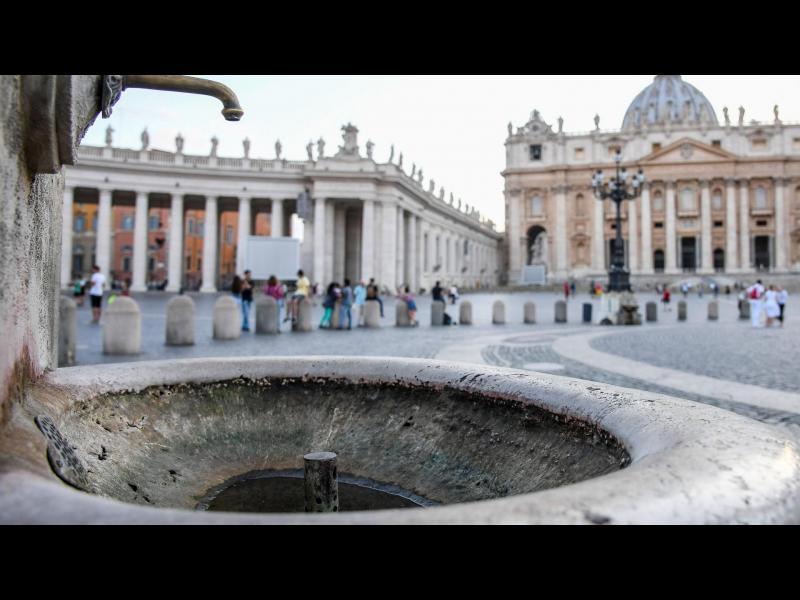 Сушата в Рим спря фонтаните във Ватикана
