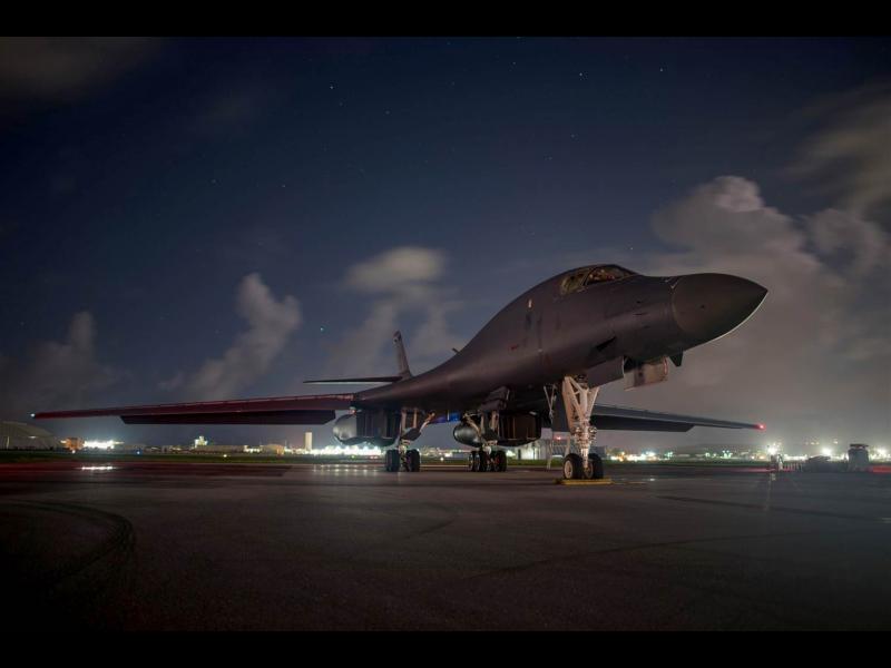 Демонстрация на сила: Американски бомбардировачи прелетяха над демилитализираната зона на Корейския полуостров