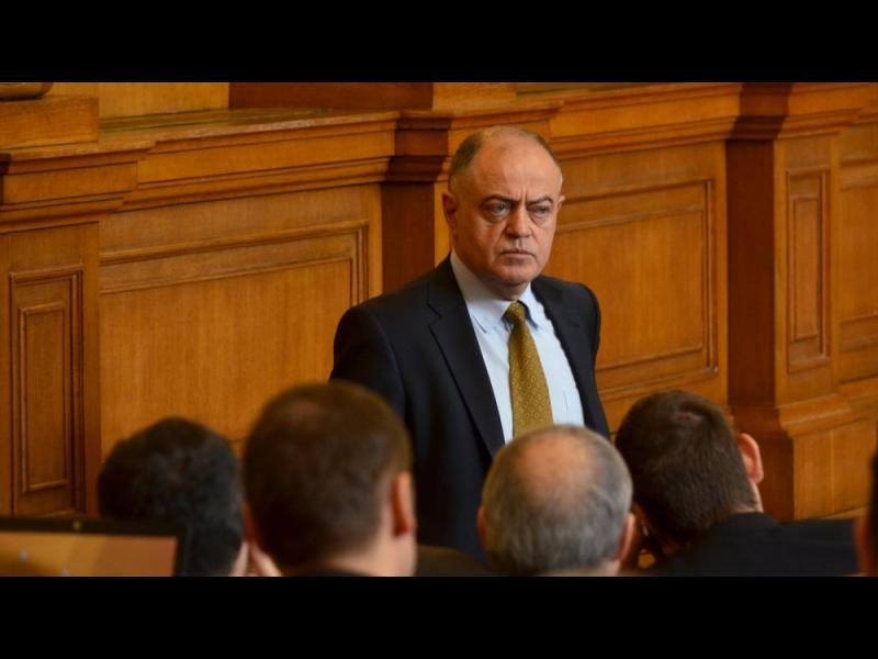 Борисов и Станишев продавали политическо доверие на КТБ, смята Атанас Атанасов