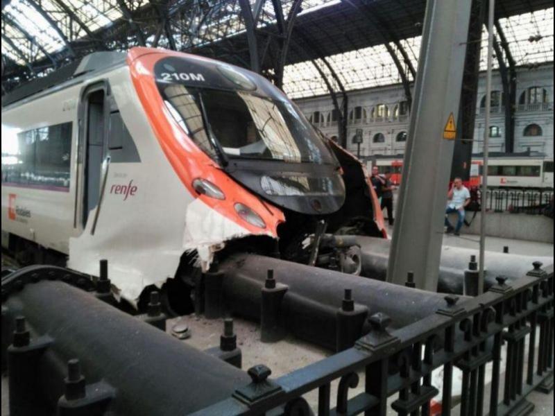 Близо 50 ранени при влакова катастрофа в Барселона /ВИДЕО/