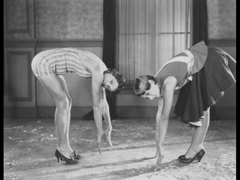 Защо жените ходят на високи токчета? Защото мъжете са го правили