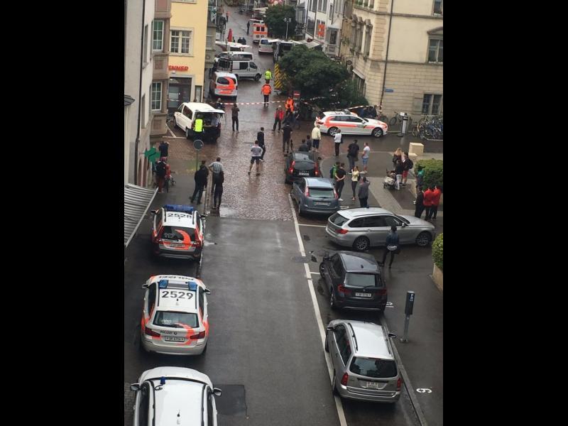 Мъж нападна с резачка минувачи в Швейцария