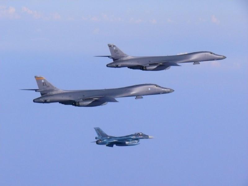 САЩ пратиха бомбардировачи над Северна Корея