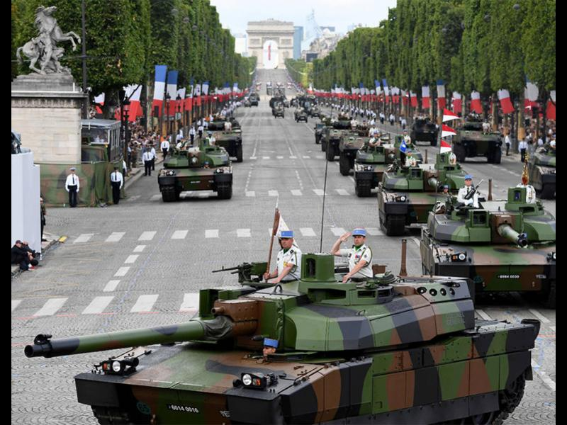 Франция отбеляза националния си празник с парад
