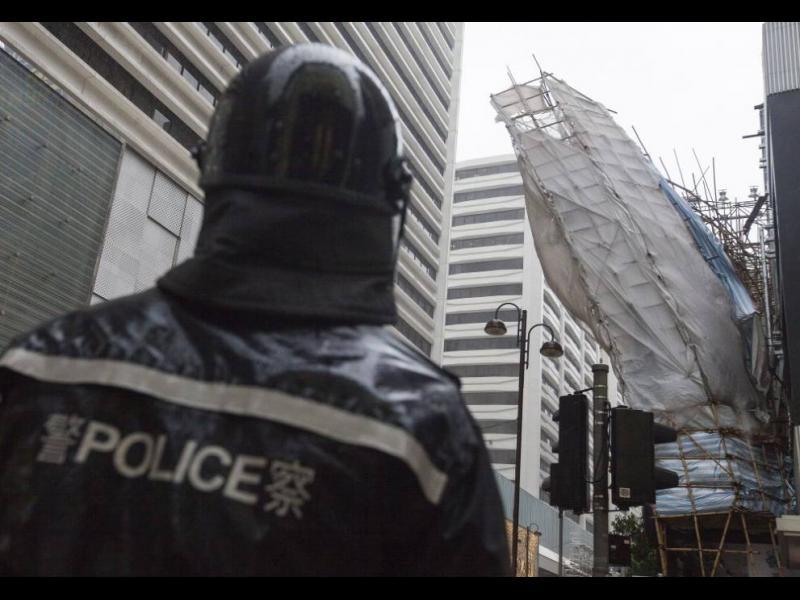 Тайфун връхлетя Хонконг (ВИДЕО/СНИМКИ)
