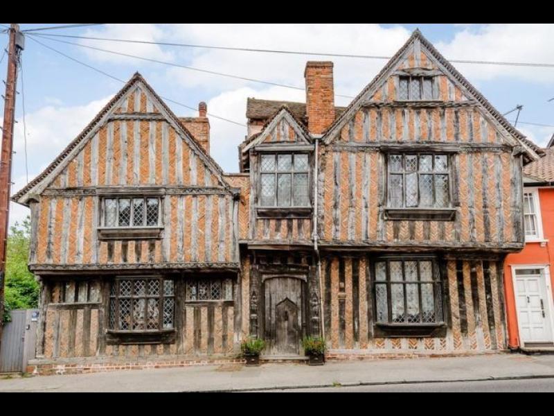 Продават родния дом на Хари Потър