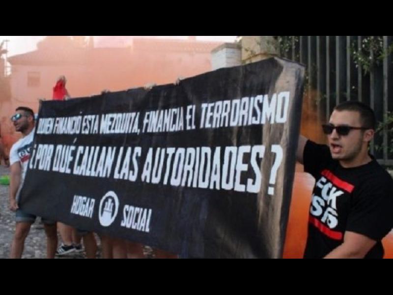 Националисти нападнаха главна джамия в Испания - картинка 1