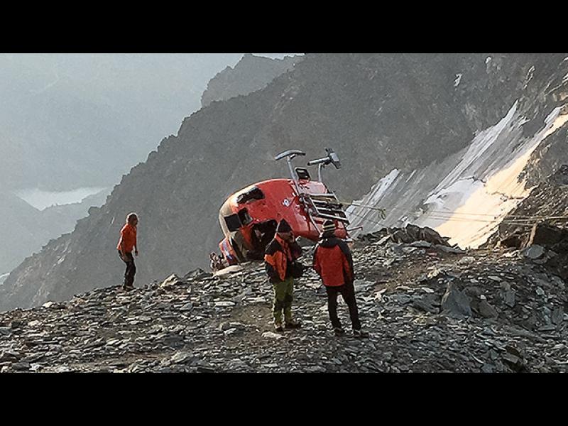Хеликоптер се разби при спасителна акция в Австрия  (ВИДЕО)