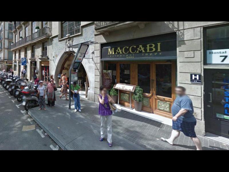 Жертвите в Барселона са най-малко 13, нападателите държат залжници в близък ресторант