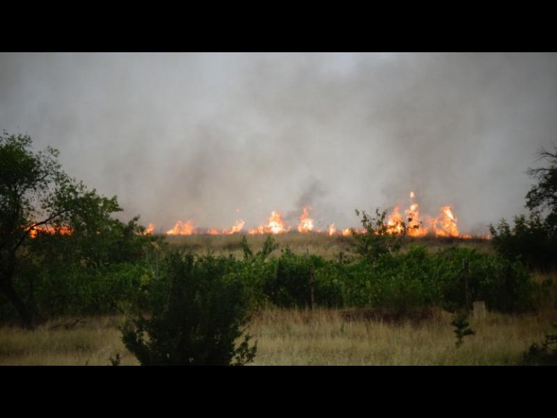 Продължават да горят пожарите край Маточина