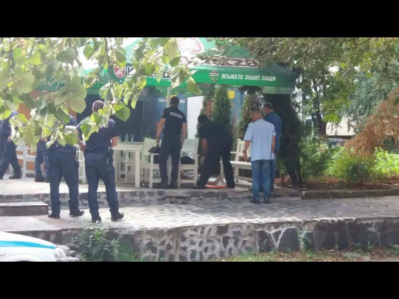 Мъж застреля жена пред заведение в столицата