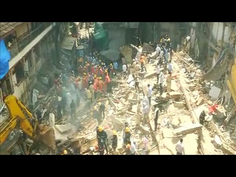 6-етажна сграда се срути в Мумбай (ВИДЕО)