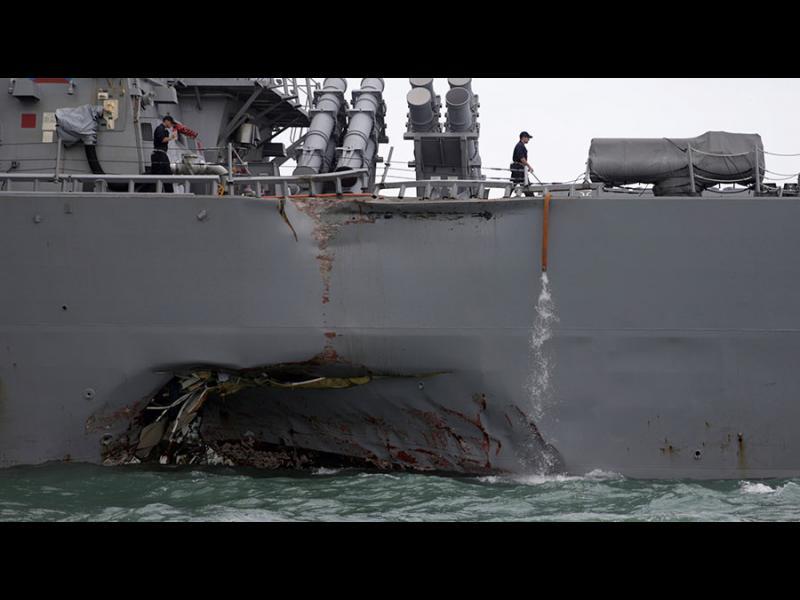 Американски боен кораб се сблъска с танкер: 10 изчезнаха, петима са ранени