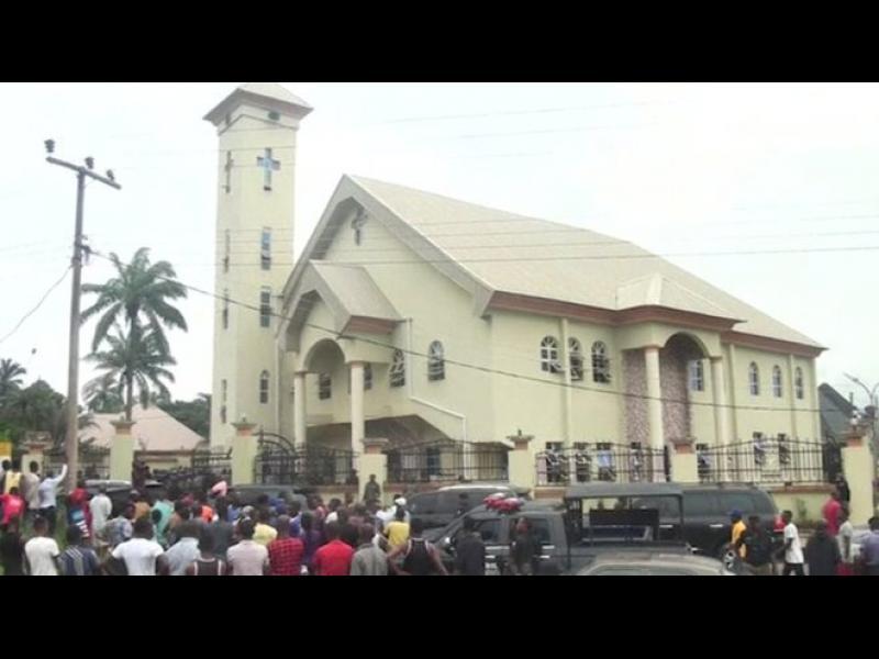 Кърваво нападение в църква в Нигерия, десетки загинали и ранени