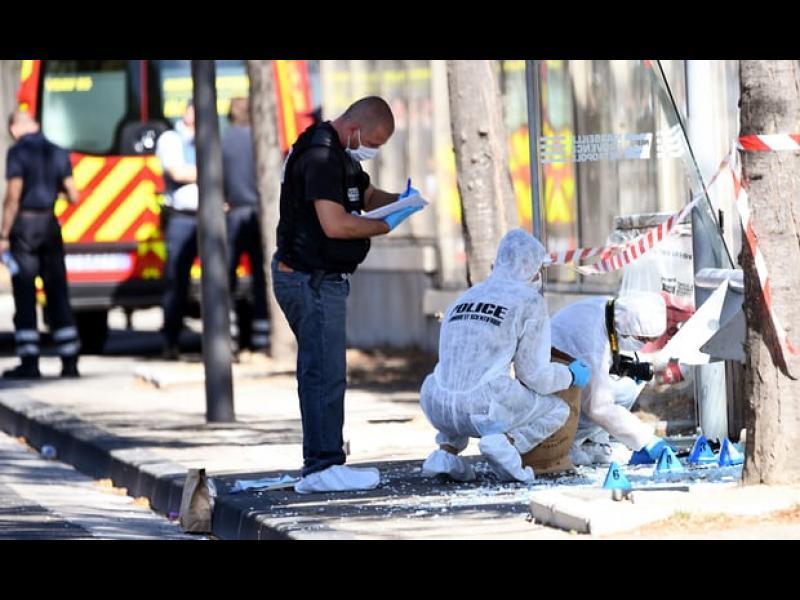 Терористичен акт: Кола помете хора в Марсилия, има жертва /ВИДЕО/