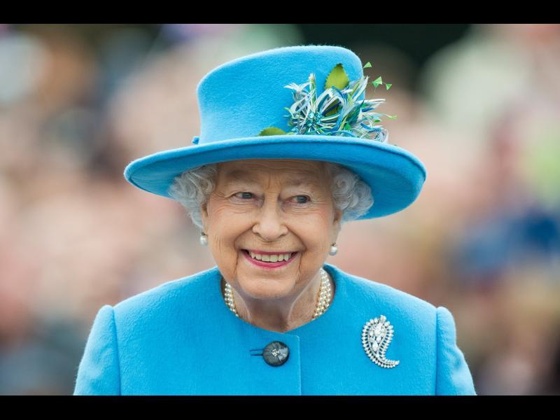 Причината за ярките тоалети на кралица Елизабет Втора