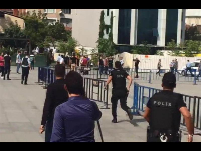 Откриха огън пред съд в Истанбул, има ранени