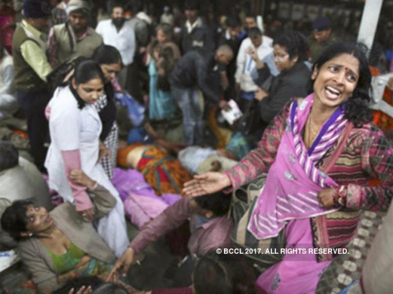 22 души загинаха при блъсканица на гара в Мумбай