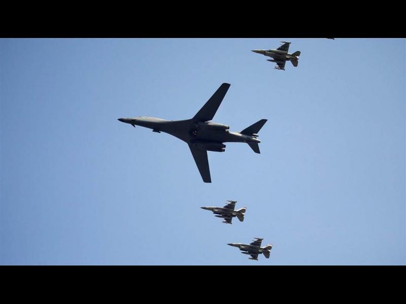 Северна Корея се закани да сваля американски самолети