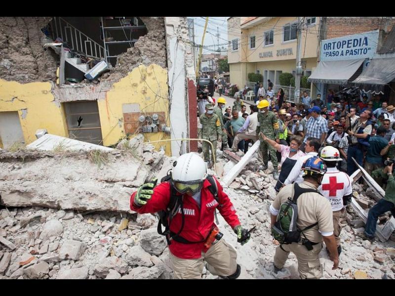 Жертвите на катастрофалното земетресение в Мексико растат - картинка 1