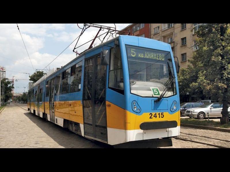 Контрольор свали японец от трамвай, заради неперфориран билет