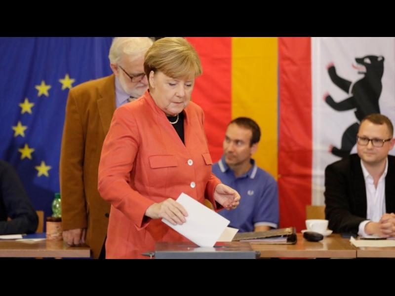 Меркел тръгва към четвърти мандат, голям пробив за Алтернатива за Германия - картинка 1