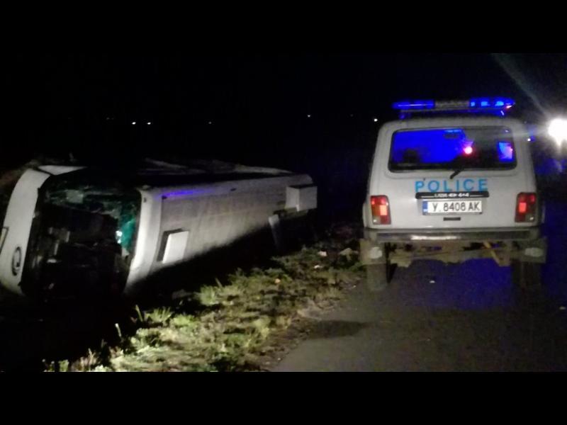 """Автобус се преобърна на АМ """"Тракия"""", 10 ранени"""