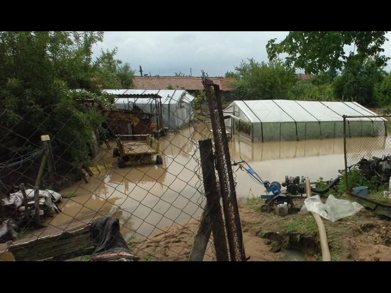 Още жертви на пороите, хора в неизвестност в Бургаско. Наводнение и в Стара Загора