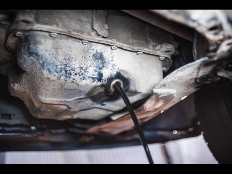 Защо черното масло е опасно за двигателя?