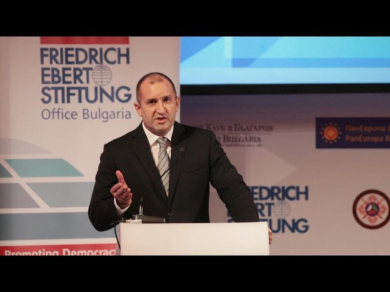 Радев настоя сигурността на Европа да не остава в чужди ръце