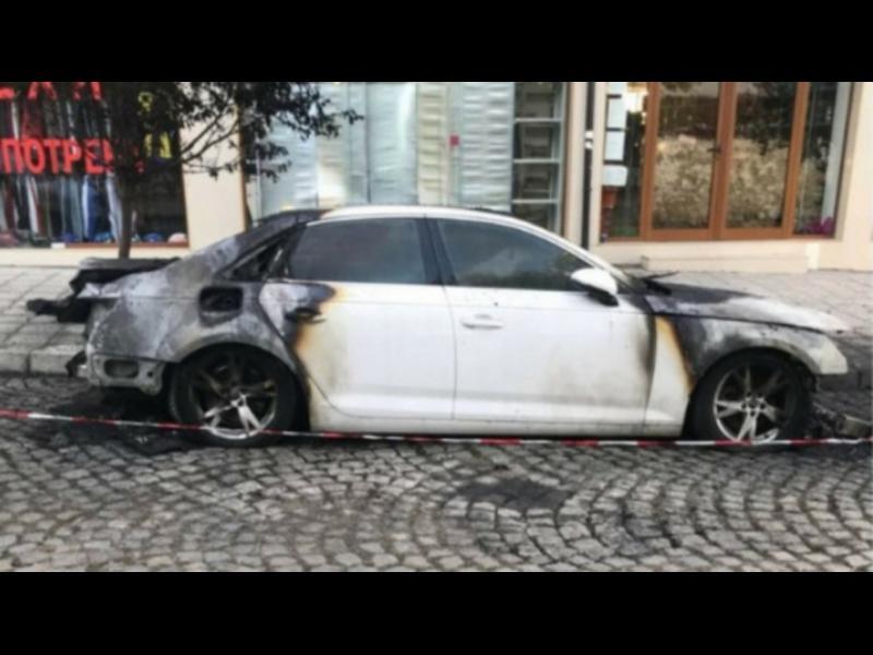 """Заподозрян за палежа на колата на """"Господари на ефира"""" остава в ареста"""