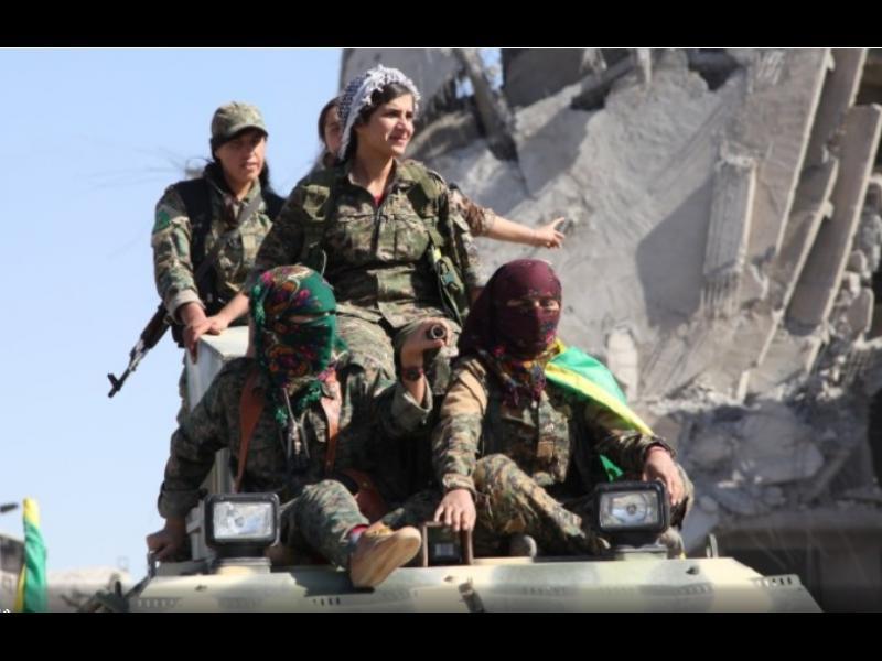 Кюрдските жени-бойци, които спечелиха битката за Рака