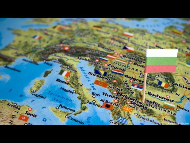 Германски експерт за България: Безнадеждност, ГЕРБ не скъсва с мафиотските структури, а БСП обича парите и Москва - картинка 1