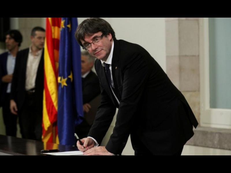Каталуния: Подписаха за независимост, но я отложиха
