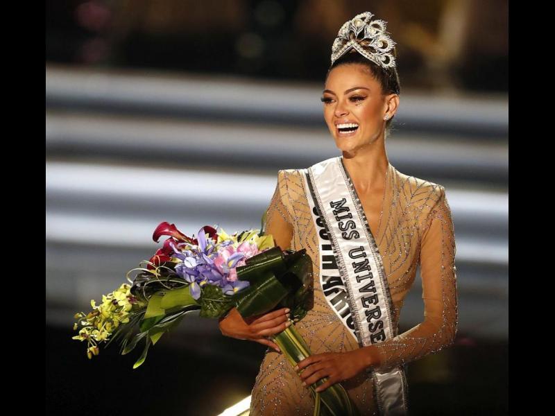 """Красавица от Южна Африка спечели короната на """"Мис Вселена"""" (СНИМКИ)"""