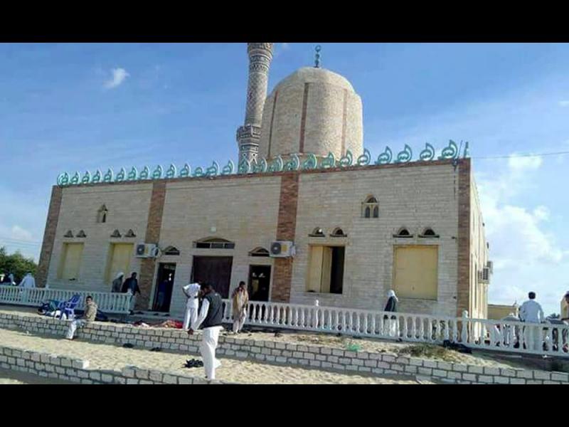 235 жертви при атака срещу джамия в Египет